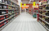 Abteilung - Abteilung mit Spirituosen in einem Supermarkt