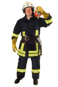 Asbestanzug - Ein Feuerwehrmann in feuerfester Kleidung