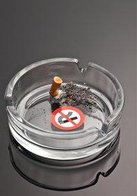 Aschenbecher - Aschenbecher mit ausgedrückter Zigarette