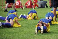 Aufwärmtraining - Fußballspieler beim Aufwärmtraining