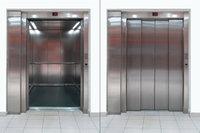 Aufzug - Ein offener und ein geschlossener Aufzug