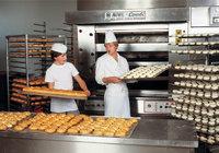 Backofen - Bäcker vor dem Backofen