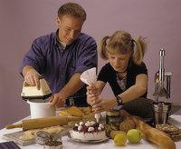Bäckerei - Ein Mann und ein Mädchen bei der Bäckerei