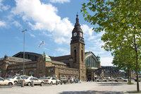 Bahnhofsplatz - Vorplatz des Hamburger Hauptbahnhofs