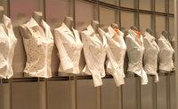 Bluse - Verschiedene Blusen für Frauen (auf Büsten)