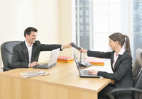 Büroraum - Mann und Frau in einem Büro