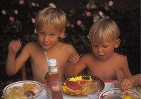 Essen - Kinder beim Essen