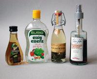 Essig - Verschiedene Essige in Flaschen