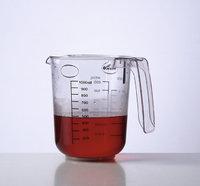 Flüssigkeit - Flüssigkeit in einem Messbecher