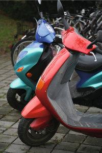 Fortbewegungsmittel - Motorroller und Fahrräder