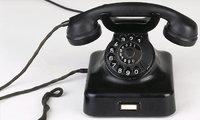 Gabel - Der Telefonhörer liegt auf der Gabel