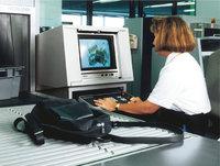 Gepäckkontrolle - Gepäckkontrolle am Flughafen Frankfurt am Main