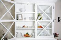 Geschirr - Geschirr in einem Schrank