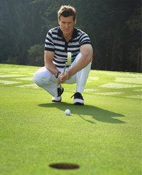 Gras - Golfspieler auf kurz gemähtem Gras