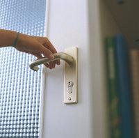 Griff - Hand auf dem Griff einer Tür