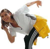 Haltung - Frau in gebückter Haltung