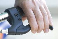 Hebel - Hand an einem Hebel zum Bremsen eines Zweirads