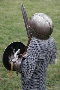 Kettenhemd - Modell eines Ritters mit Kettenhemd und Ausrüstung