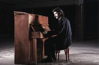 Klimperkasten - Mann am Klavier