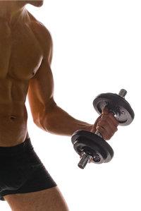 Kraftmensch - Mann mit Hantel beim Training