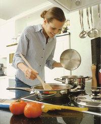 Küche - Frau in einer Küche
