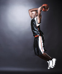 Länge - Basketballspieler mit enormer Länge
