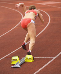 Leistungssportler - Leistungssportlerin startet zum Lauf