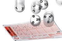 Lotto - Lotto: Schein und Kugeln mit Zahlen