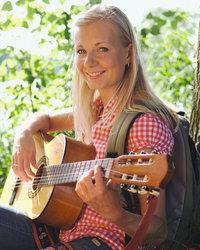 Mädchen - Gitarre spielendes Mädchen
