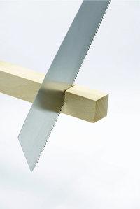 Messerklinge - Messerklinge, mit der Holz zersägt wird