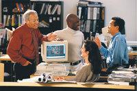 Mitarbeiter - Mitarbeiter einer Firma im Gespräch