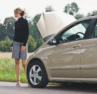 Panne - Mit einer Panne liegen gebliebener Wagen