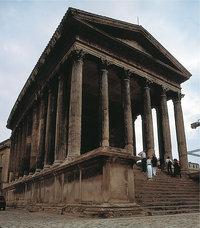 Podium - Tempel mit Podium