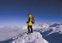 Punkt - Mann auf dem höchsten Punkt eines Berges