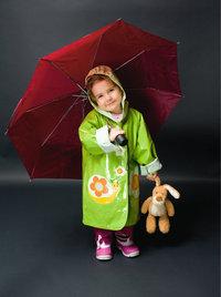 Regenmantel - Kind mit Regenmantel und Schirm