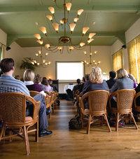 Saal - Publikum in einem Saal