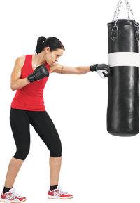 Sandsack - Boxerin mit Sandsack