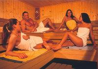 Sauna - Vier Personen in der Sauna