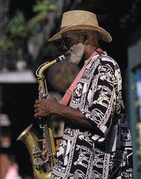 Saxofon - Musiker mit Saxofon