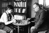 Schach - Zwei Personen beim Schach