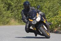 Schräglage - Motorradfahrer in Schräglage