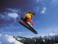 Ski - Skiläuferin beim Sprung
