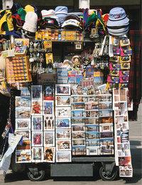 Souvenir - Stand mit Souvenirs und Postkarten