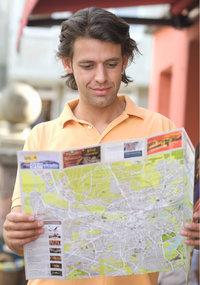 Stadtplan - Mann mit Stadtplan