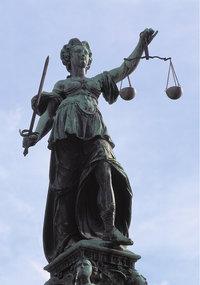 Standbild - Statue der Justitia in Frankfurt