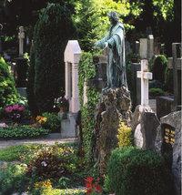 Stein - Verschiedene Steine auf einem Friedhof