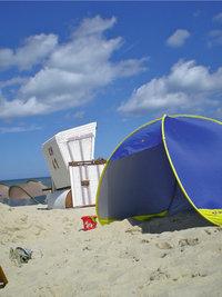 Strandmuschel - Strandmuschel und Strandkorb (dahinter)
