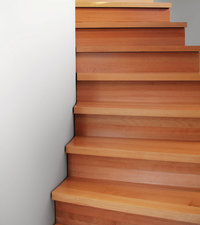Stufe - Treppe mit Stufen aus Holz