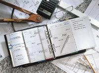 Terminkalender - Terminkalender und verschiedene andere Schreibtischutensilien