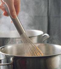 Verwendung - Verwendung eines Schneebesens beim Kochen